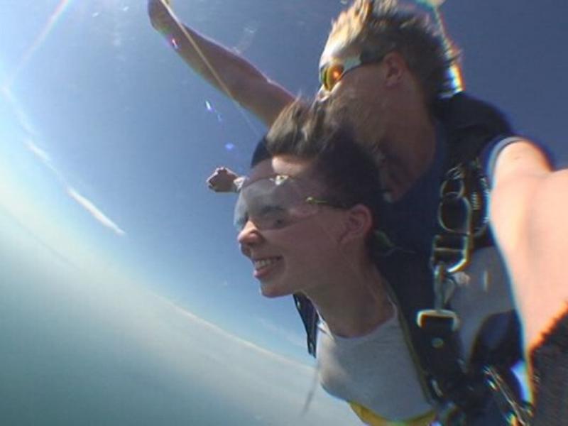 paraquedas, skydive, aventura, passeios turísticos, dicas de viagem, destino, viajando pelo mundo, #ondeestálili, #heyiamlili, morar fora, morando fora, turismo, roteiro de viagem, viajar, turismo aventura